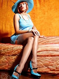 Elegant leggy MILF LilyWOW in sexy grey stockings and hot..