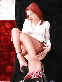 Nadja tease her cameraman with her feet befor he cum on..