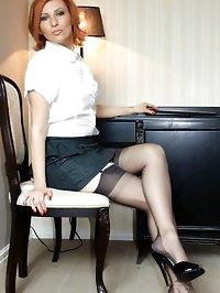 secretary hottie flashes her stockings