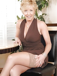 Hot tempting blonde Chanel torments her cougar snatch with..