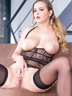 Curvy Nylon Porn
